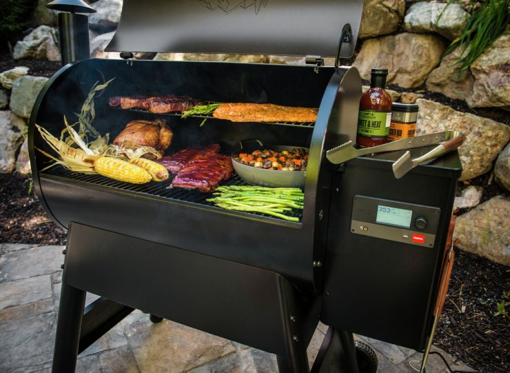 D2 Pro 780 Grill Loaded with Food